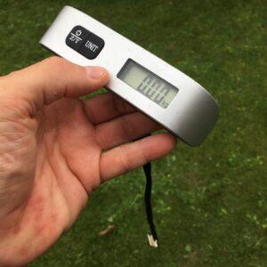 digitale Kofferwaage, ein prima Wägeinstrument für Mini-Plus-Beuten
